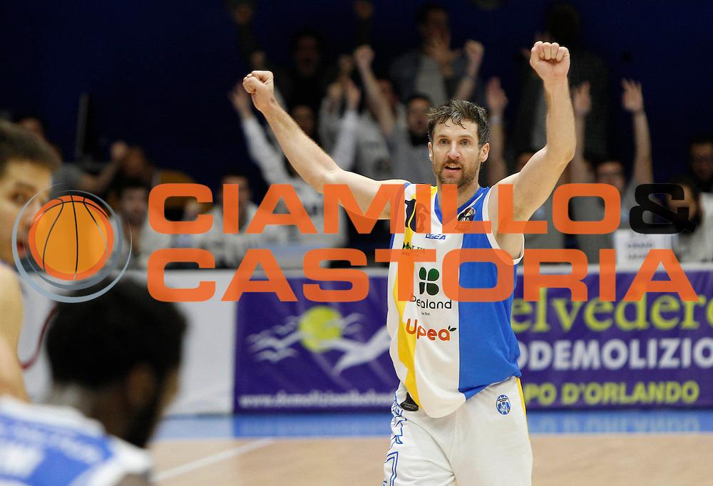 Drake Diener in esultanza<br /> Betaland Capo D'Orlando - Banco di Sardegna Sassari<br /> LegaBasket 2016/2017<br /> Capo d&rsquo;Orlando 17/12/2016<br /> Foto Ciamillo-Castoria