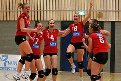 21-04-2012 VOLLEYBAL: B- LEAGUE DAMES VCN KING SOFTWARE - KINDERCENTRUM ALTERNO 2: CAPELLE AAN DEN IJSSEL <br /> Het laatste punt is behaald, VCN King Software is kampioen van de B-League dames geworden, (L-R) Marjolein Verhaaf, Juliette Mol, Ruth Minderhoud, Anna Brouwer, Mieke Schrijvers en Leanne Verdonck.<br /> ©2012-FotoHoogendoorn.nl / Pim Waslander