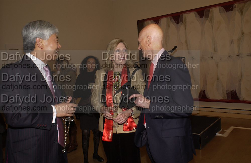 Fred Kwok, Dame Jillian Sackler, and Allen Jones. Royal Academicians in China: 2003-2005. Royal academy. 11  January 2006. ONE TIME USE ONLY - DO NOT ARCHIVE  © Copyright Photograph by Dafydd Jones 66 Stockwell Park Rd. London SW9 0DA Tel 020 7733 0108 www.dafjones.com