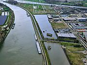 Nederland, Utrecht, Nieuwegein, 25-02-2020; Vreeswijk, Lekkanaal is verbreed in verband met de renovatie van de nabijgelegen Prinses Beatrixsluis. Historische delen van  Nieuw Hollandse Waterlinie (NHW) zijn behouden door ze te verplaatsen, de liniedijk is opgeschoven. Boven in beeld Amsterdam-Rijnkanaal.<br /> The Lek canal has been widened while preserving historical parts of the New Holland Waterline (NHW) have been retained by relocating them, the line dyke has shifted.<br /> luchtfoto (toeslag op standard tarieven);<br /> aerial photo (additional fee required)<br /> copyright © 2020 foto/photo Siebe Swart