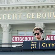 NLD/Amsterdam/20140403 - Verrassingsoptreden DJ Hardwell voor Dance4Life,