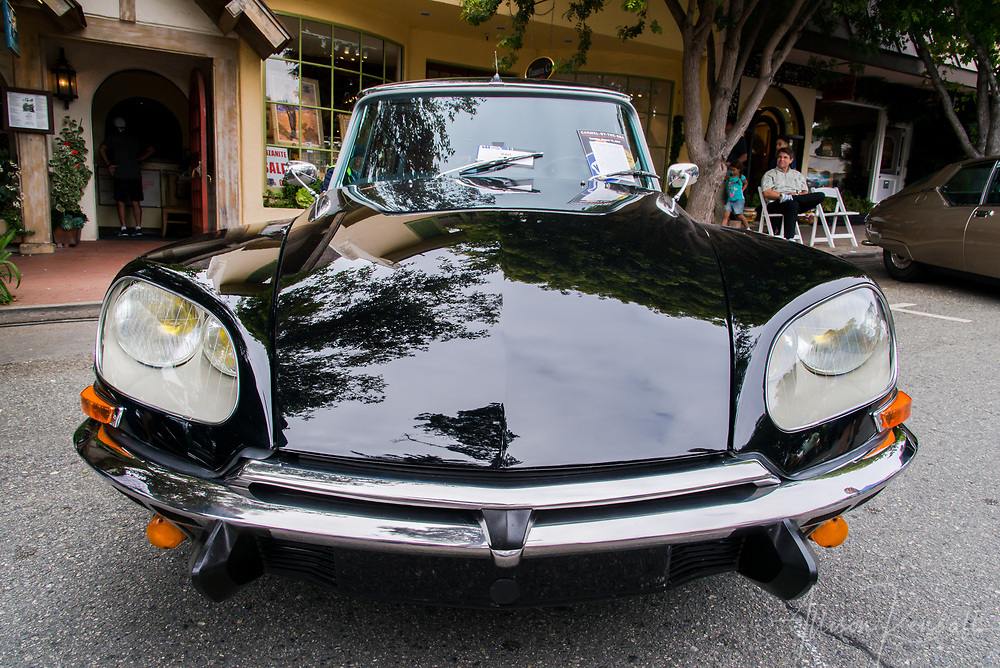 Front view of a Citroen on display at the 2017 Carmel-by-the-Sea Concours on the Avenue
