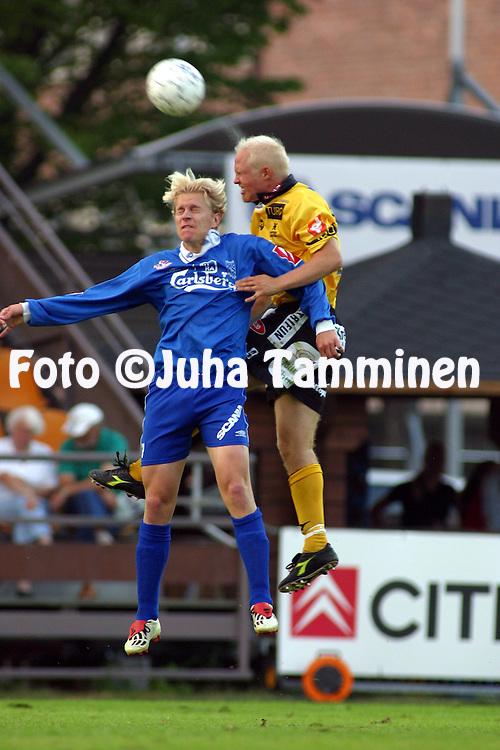 26.08.2002, Tammela Stadium, Tampere, Finland..Veikkausliiga 2002 / Finnish League 2002..Tampere United v Kuopion Palloseura.Jari Niemi (TamU) v Lassi Lehtonen (KuPS).©Juha Tamminen