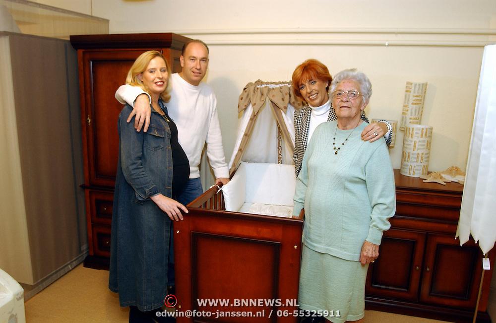 Kinderkamer voor dochter Annemiek + man Antoine van Rooij + moeder van Trea Dobbs