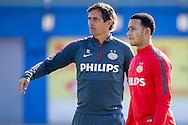 GRAN CANARIA, Maspalomas,  Spanje, voetbal, seizoen 2014-2015, 6-1-2015, winterstop in Nederland, training PSV,  Estadio Municipal, PSV speler Memphis Depay (R), PSV coach Phillip Cocu (L).