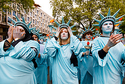 © Licensed to London News Pictures. 27/04/2017. London, UK. One hundred Amnesty International activists dressed as 'Statues of Liberty' protest outside the US Embassy in London onThursday 27 April2017 to mark US President Donald Trump's first 100 days in office. Photo credit: Tolga Akmen/LNP