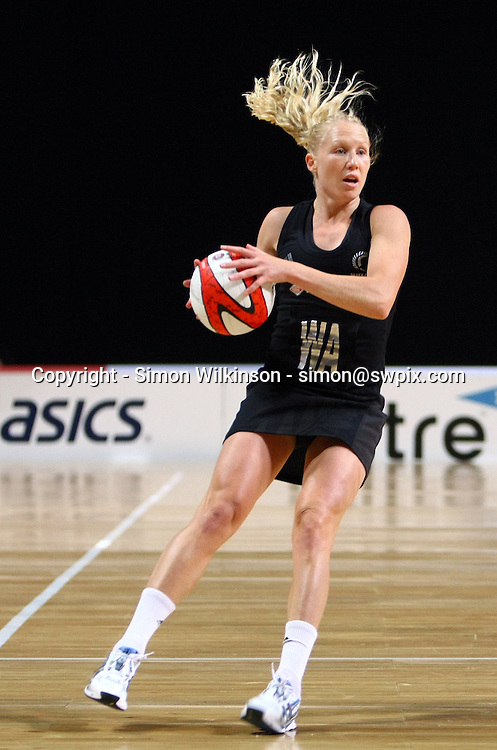 PICTURE BY VAUGHN RIDLEY/SWPIX.COM...Netball - International Netball Series - England v New Zealand - MEN Arena, Manchester, England - 15/01/11...New Zealand's Laura Langman.