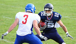 27.07.2010, Wetzlar Stadion, Wetzlar, GER, Football EM 2010, Team France vs Team Great Britain, im Bild Paul Durand, (Team France, QB, #12) laeuft auf den Block von Tom Barker, (Team Great Britain, LB, #3) zu,  EXPA Pictures © 2010, PhotoCredit: EXPA/ T. Haumer / SPORTIDA PHOTO AGENCY
