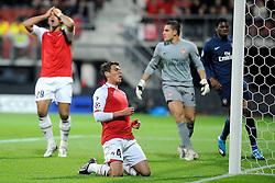 20-10-2009 VOETBAL: AZ - ARSENAL: ALKMAAR<br /> AZ in slotminuut naast Arsenal 1-1 / Grote kans voor Hector Moreno maar mist en Graziano Pelle kan het niet begrijpen<br /> ©2009-WWW.FOTOHOOGENDOORN.NL