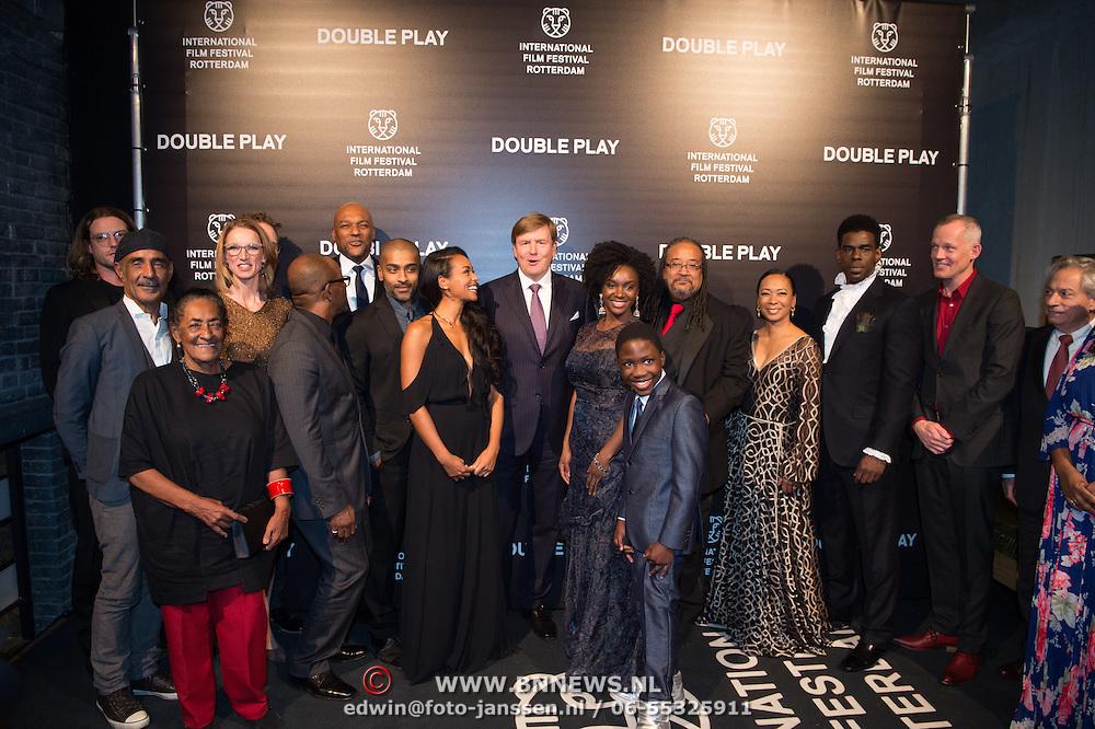 NLD/Rotterdam/20170127 - Koning Willem-Alexander bij premiere film Double Play tijdens IFFR (POOL),
