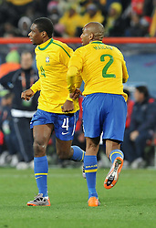 28.06.2010, Ellis Park Stadium, Johannesburg, RSA, FIFA WM 2010, Brazil (BRA) vs Chile.C (CHI), im Bild Juan e Maicon (Brasile).. EXPA Pictures © 2010, PhotoCredit: EXPA/ InsideFoto/ Giorgio Perottino +++ for Austria and Slovenia only +++ / SPORTIDA PHOTO AGENCY