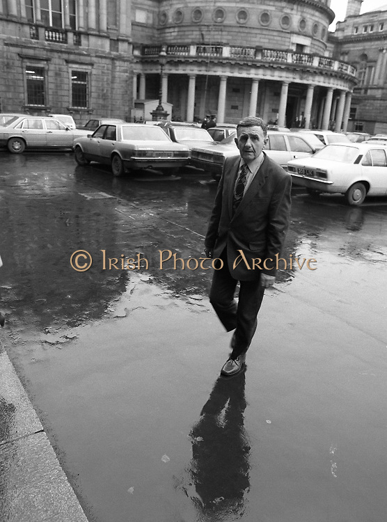 TDs arrive for the opening session of the 23rd Dáil...9-03-82.03-09-1982.9th March 1982..Pictured At Leinster House. ..Laois Offaly Fine Gael TD Oliver J Flanagan