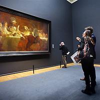 Nederland, Amsterdam , 21 maart 2014.<br /> De samenzwering van de Bataven onder &nbsp;Claudius Civilis van Rembrandt hangt in de erezaal van het Rijksmuseum.<br /> n 1661 maakte Rembrandt van Rijn, in opdracht van het Amsterdamse stadsbestuur, het schilderij De samenzwering van de Bataven onder Claudius Civilis. Het doek, dat eigendom is van de Koninklijke Zweedse Academie voor Schone Kunsten, is binnenkort tijdelijk in Nederland te zien.<br /> Vanaf 21 maart is het meesterwerk te zien op de Eregalerij van het Rijksmuseum.<br /> The Conspiracy of the Batavians under Claudius Civilis by Rembrandt in the hall of honor of the Rijksmuseum, on temporary loan.<br /> Foto:Jean-Pierre Jans
