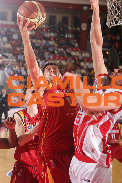 DESCRIZIONE : Teramo Lega A1 2007-08 Siviglia Wear Teramo Lottomatica Virtus Roma <br /> GIOCATORE : Gabini Roberto <br /> SQUADRA : Lottomatica Virtus Roma <br /> EVENTO : Campionato Lega A1 2007-2008 <br /> GARA : Siviglia Wear Teramo Lottomatica Virtus Roma <br /> DATA : 06/10/2007<br /> CATEGORIA : Tiro <br /> SPORT : Pallacanestro <br /> AUTORE : Agenzia Ciamillo-Castoria/S.Silvestri <br /> Galleria : Lega Basket A1 2007-2008 <br /> Fotonotizia : Teramo Campionato Italiano Lega A1 2007-2008 Siviglia Wear Teramo Lottomatica Virtus Roma <br /> Predefinita :