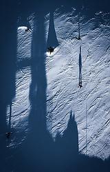 THEMENBILD - Skifahrer werfen einen Schatten auf die Piste, aufgenommen am 23. Januar 2020 in Kaprun, Österreich // shadow from skier on the piste, Kaprun, Austria on 2020/01/23. EXPA Pictures © 2020, PhotoCredit: EXPA/ JFK