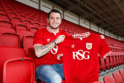 Lee Tomlin poses at Ashton Gate after joining Bristol City on loan from AFC Bournemouth - Mandatory byline: Rogan Thomson/JMP - 27/01/2016 - FOOTBALL - Ashton Gate Stadium - Bristol, England - Bristol City New Signings.