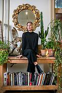 kunstenares Charlotte De Cock in Hallehof-foto joren de weerdt