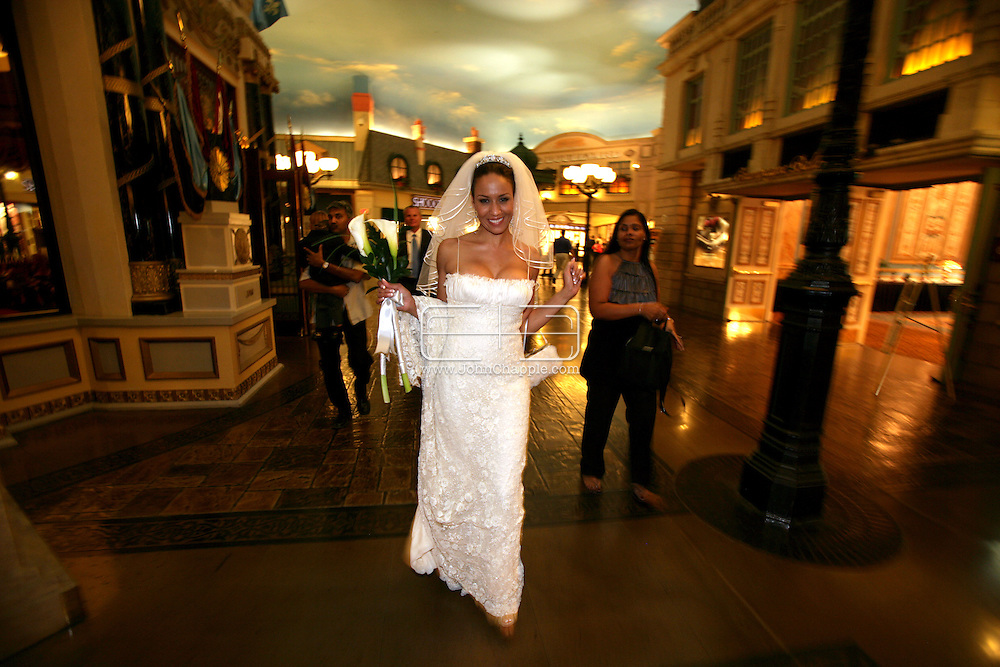 24th October 2009. Las Vegas, Nevada. Chris and Regine Patterson's wedding at the Paris Hotel in Las Vegas. PHOTO © JOHN CHAPPLE / www.chapple.biz.john@chapple.biz  (001) 310 570 9100.