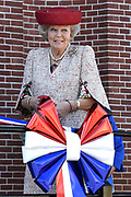 Prinses Beatrix opent het  Roosevelt Informatiecentrum in Oud-Vossemeer. Oud-Vossemeer is de plaats waar volgens de gemeente de voorouders van de voormalige Amerikaanse presidenten Theodore Roosevelt en zijn neef Franklin Delano Roosevelt vandaan kwamen.<br /> <br /> Princess Beatrix opens the Roosevelt Information in Oud-Vossemeer. Oud-Vossemeer is the place where, according to the municipality of the ancestors of the former US Presidents Theodore Roosevelt and his cousin Franklin Delano Roosevelt came.<br /> <br /> Op de foto / On the photo:  Prinses Beatrix / Princess Beatrix