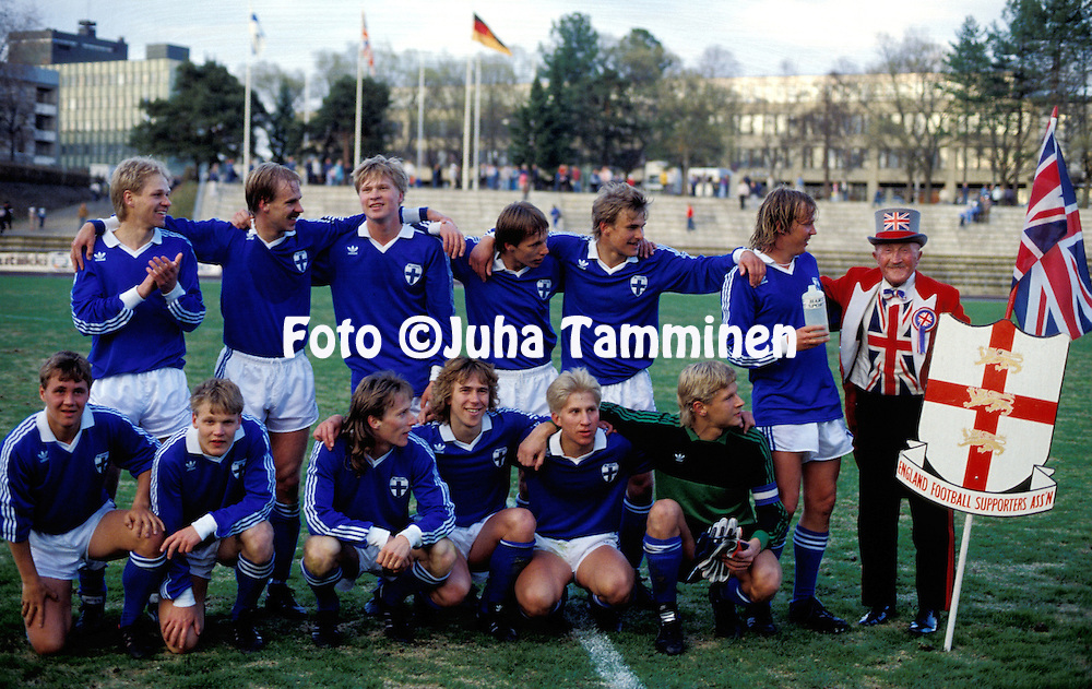 21.05.1985, Mikkeli, Finland. .UEFA Under-21 European Championship qualifying match, Finland v England. .Finland team celebrate a 3-1 victory, with the travellin England fan Ken Baily, who gets a drink from Pertti Nissinen..Back row, left to right: Ilkka M?kel?, Miika Juntunen, Mikko Pakkanen, Jari Rinne, Tuomo Pasanen, Pertti Nissinen & Ken Baily..Front, l to r: Erkki Valla, Ismo Lius, Sixten Bostr?m, Juha Laaksonen, Jyrki H?nnik?inen, Kari Laukkanen..©JUHA TAMMINEN