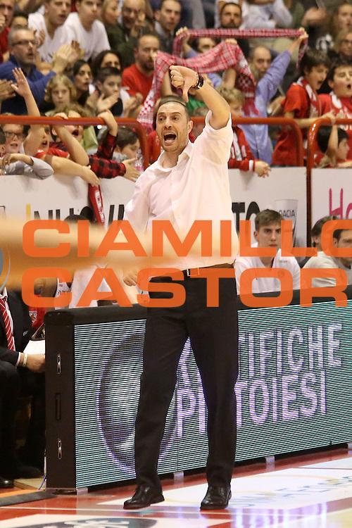 DESCRIZIONE : Campionato 2015/16 Giorgio Tesi Group Pistoia - Openjobmetis Varese<br /> GIOCATORE : Esposito Vincenzo<br /> CATEGORIA : Allenatore Coach Mani Schema<br /> SQUADRA : Giorgio Tesi Group Pistoia<br /> EVENTO : LegaBasket Serie A Beko 2015/2016<br /> GARA : Giorgio Tesi Group Pistoia - Openjobmetis Varese<br /> DATA : 13/12/2015<br /> SPORT : Pallacanestro <br /> AUTORE : Agenzia Ciamillo-Castoria/S.D'Errico<br /> Galleria : LegaBasket Serie A Beko 2015/2016<br /> Fotonotizia : Campionato 2015/16 Giorgio Tesi Group Pistoia - Openjobmetis Varese<br /> Predefinita :