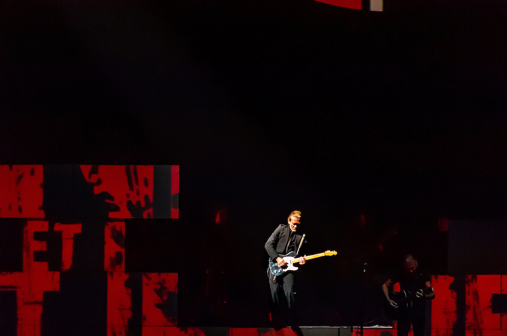 G. E. Smith, guitarist, performs with Roger Waters, a founding member and former bass player and lead vocalist of Pink Floyd, performs The Wall Live (an audio visual specatacle including 3D Animation and pyrotechnics) at the Pepsi Center, Denver, Colorado USA