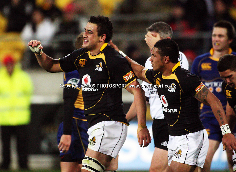 Wellington's David Smith congratulates teammate Daniel ramsay on his try.<br /> Air NZ Cup Ranfurly Shield match - Wellington Lions v Otago at Westpac Stadium, Wellington, New Zealand. Friday, 31 July 2009. Photo: Dave Lintott/PHOTOSPORT