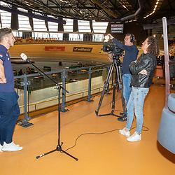 30-04-2020: Wielrennen: persmoment KNWU: Apeldoorn<br />De KNWU baanselectie trainende vandaag voor de eerste keer op de baan met inachtneming van het Corona protocol. Harrie Lavreysen wordt door Han Kock (NOS) geintervieuwd