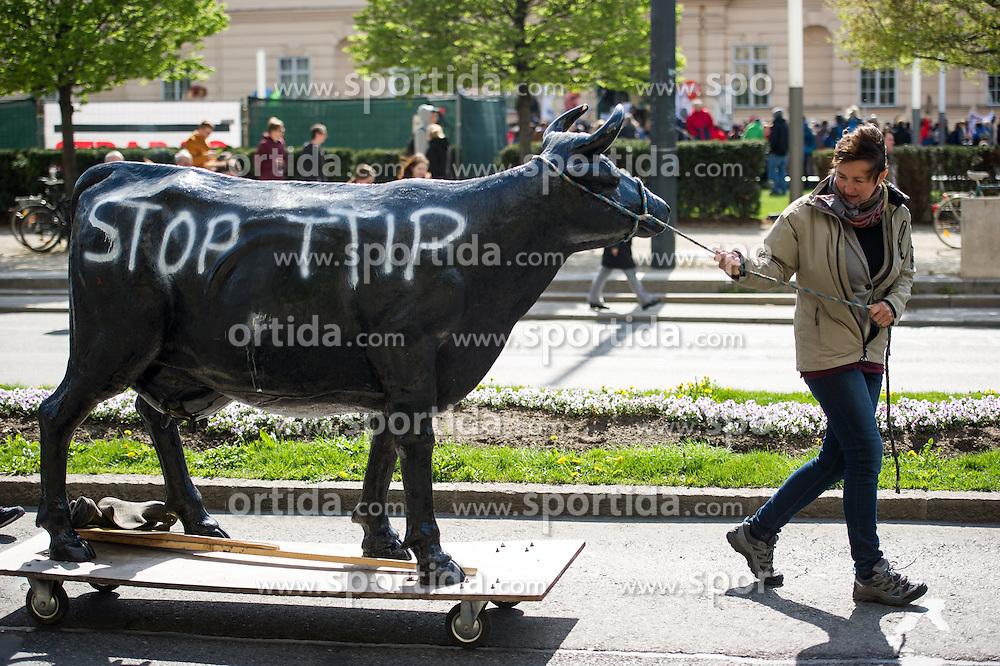 """18.04.2015, Innere Stadt, Wien, AUT, Globaler Aktionstag unter dem Motto """"Mensch und Umwelt vor Profit"""" gegen das Freihandelsabkommen zwischen USA und EU namens TTIP, im Bild Demonstrantin zieht Kuh durch die Straße // Demonstrator pulling a cow threw a street during international protest against TTIP trade deal at inner city of Vienna, Austria on 2015/04/18, EXPA Pictures © 2015, PhotoCredit: EXPA/ Michael Gruber"""