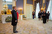 DEN HAAG - Koning Willem-Alexander heeft woensdagochtend 4 september op Paleis Noordeinde in Den Haag ter overhandiging van hun geloofsbrieven ontvangen de ambassadeur van de Republiek Angola, H.E. mevrouw Maria Isabel Gomes Godinho de Resende Encoge. Foot: Wesley de Wit