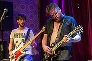 Foto: Gerrit de Heus. Den Haag. 06-11-2015. De Schiedamse band 'De Dood' treedt op in het Paardcafé in Den Haag.