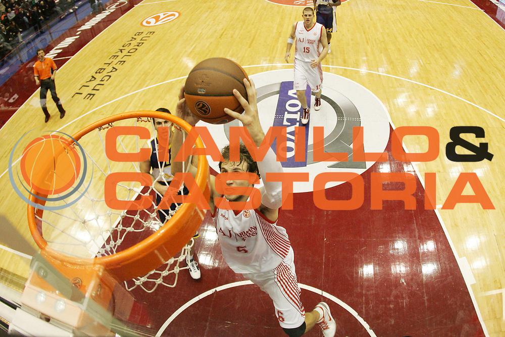 DESCRIZIONE : Milano Eurolega 2009-10 Armani Jeans Milano EWE Baskets Oldenburg<br /> GIOCATORE : Stefano Mancinelli<br /> SQUADRA : Armani Jeans Milano<br /> EVENTO : Eurolega 2009-2010<br /> GARA : Armani Jeans Milano EWE Baskets Oldenburg<br /> DATA : 09/12/2009<br /> CATEGORIA : Schiacciata Tiro Super Special<br /> SPORT : Pallacanestro<br /> AUTORE : Agenzia Ciamillo-Castoria/G.Cottini<br /> Galleria : Eurolega 2009-2010<br /> Fotonotizia : Milano Eurolega 2009-10 Armani Jeans Milano EWE Baskets Oldenburg<br /> Predefinita :