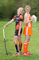AMSTERDAM - RUGBY-HOCKEY- Hockey international Carlien Dirkse van den Heuvel ontmoet Rugby international Tessa Velthuis, voor Hockey Weekly (TIG).  FOTO KOEN SUYK