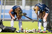 AMSTELVEEN - keeper Dana Luijkx (Pinoke) en Kari Stam (Pinoke)   tijdens   de hoofdklasse competitiewedstrijd dames hockey Pinoke-Oranje-Rood (0-5).   COPYRIGHT KOEN SUYK