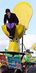 06.11.2010, Castortransport Demonstration, Dannenberg Nebenstedt, GER, Ca.50.000 Menschen demonstrieren gegen Atomkraft im Wendland hier mit einem Atomklo, EXPA Pictures © 2010, PhotoCredit: EXPA/ nph/  Kohring+++++ ATTENTION - OUT OF GER +++++