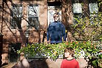 """9 Novembre, 2008. Brooklyn, New York.<br /> <br /> Scott Mezzo e suo figlio Thomas, 7 anni, fanno giardinaggio davanti all'entrata della loro abitazione a Park Slope, Brooklyn, NY. Park Slope, spesso definito dai newyorkesi come """"The Slope"""", è un quartiere nella zona ovest di Brooklyn, New York, e confinante con Prospect Park.  Park Slope è un quartiere benestante che ha il maggior numero di nascite, la qualità della vita più alta e principalmente abitato da una classe media di razza bianca. Per questi motivi molte giovani coppie e famiglie decidono di trasferirsi dalle altre municipalità di New York a Park Slope. Dal punto di vista architettonico, il quartiere è caratterizzato dai brownstones, un tipo di costruzione molto frequente a New York, e da Prospect Park.<br /> <br /> ©2008 Gianni Cipriano for The New York Times<br /> cell. +1 646 465 2168 (USA)<br /> cell. +1 328 567 7923 (Italy)<br /> gianni@giannicipriano.com<br /> www.giannicipriano.com"""
