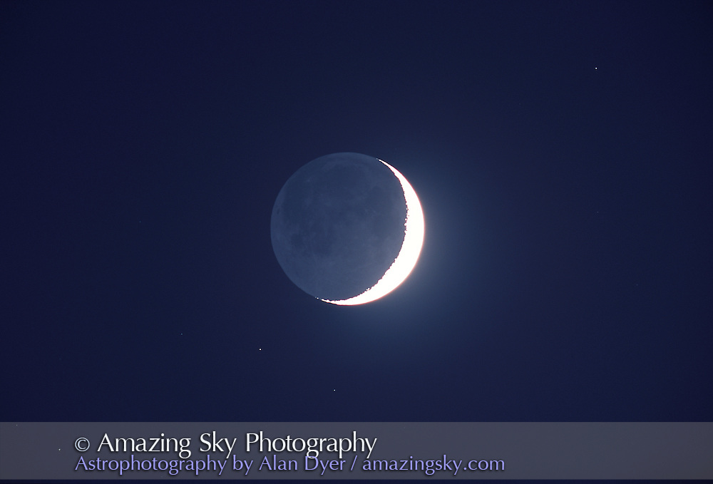 Earthshine on crescent Moon, April 22, 2004.<br />