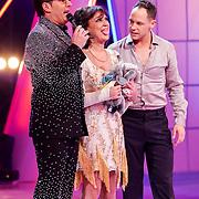 NLD/Hilversum/20130101 - 1e Liveshow Sterren dansen op het IJs 2013, Jose Hoebee en schaatspartner Simon Crowhurst