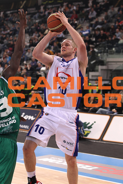 DESCRIZIONE : Torino Coppa Italia Final Eight 2011 Semifinale Bennet Cantu Air Avellino<br /> GIOCATORE : Maarten Leunen<br /> SQUADRA : Bennet Cantu <br /> EVENTO : Agos Ducato Basket Coppa Italia Final Eight 2011<br /> GARA : Bennet Cantu Air Avellino<br /> DATA : 12/02/2011<br /> CATEGORIA : tiro<br /> SPORT : Pallacanestro<br /> AUTORE : Agenzia Ciamillo-Castoria/C.De Massis<br /> Galleria : Final Eight Coppa Italia 2011<br /> Fotonotizia : Torino Coppa Italia Final Eight 2011 Semifinale Bennet Cantu Air Avellino<br /> Predefinita :