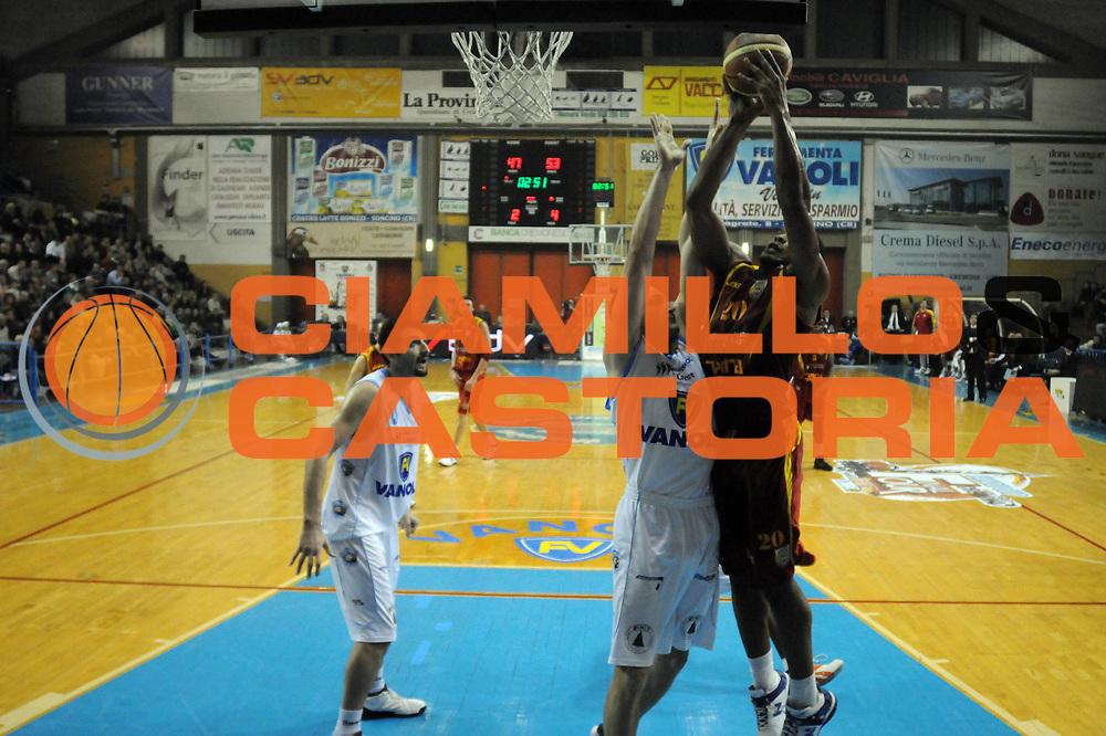 DESCRIZIONE : Cremona Lega A2 2008-2009 Final Four Coppa Italia Prima Veroli Vanoli Soresina<br /> GIOCATORE : Tirrel Hines<br /> SQUADRA : Prima Veroli<br /> EVENTO : Campionato Lega A2 2008-2009<br /> GARA : Prima Veroli Vanoli Soresina<br /> DATA : 01/03/2009<br /> CATEGORIA : Tiro<br /> SPORT : Pallacanestro<br /> AUTORE : Agenzia Ciamillo-Castoria/M.Gregolin