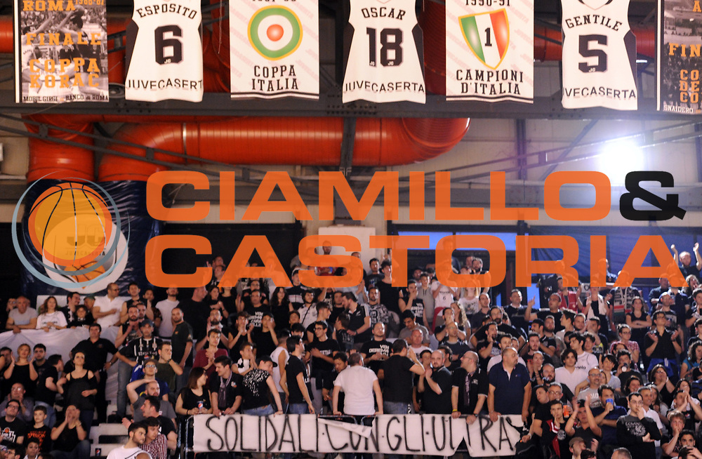 DESCRIZIONE : Caserta Lega A 2014-15 <br /> Pasta Reggia Caserta - Grissin Bon Reggio Emilia GIOCATORE : <br /> CATEGORIA : pre game tifosi pubblico <br /> SQUADRA : Pasta Reggia Caserta<br /> EVENTO : Campionato Lega A 2014-2015 <br /> GARA : Pasta Reggia Caserta - Grissin Bon Reggio Emilia<br /> DATA : 03/05/2015<br /> SPORT : Pallacanestro <br /> AUTORE : Agenzia Ciamillo-Castoria/N. Dalla Mura<br /> Galleria : Lega Basket A 2014-2015  <br /> Fotonotizia : Caserta Lega A 2014-15 Pasta Reggia Caserta - Grissin Bon Reggio Emilia