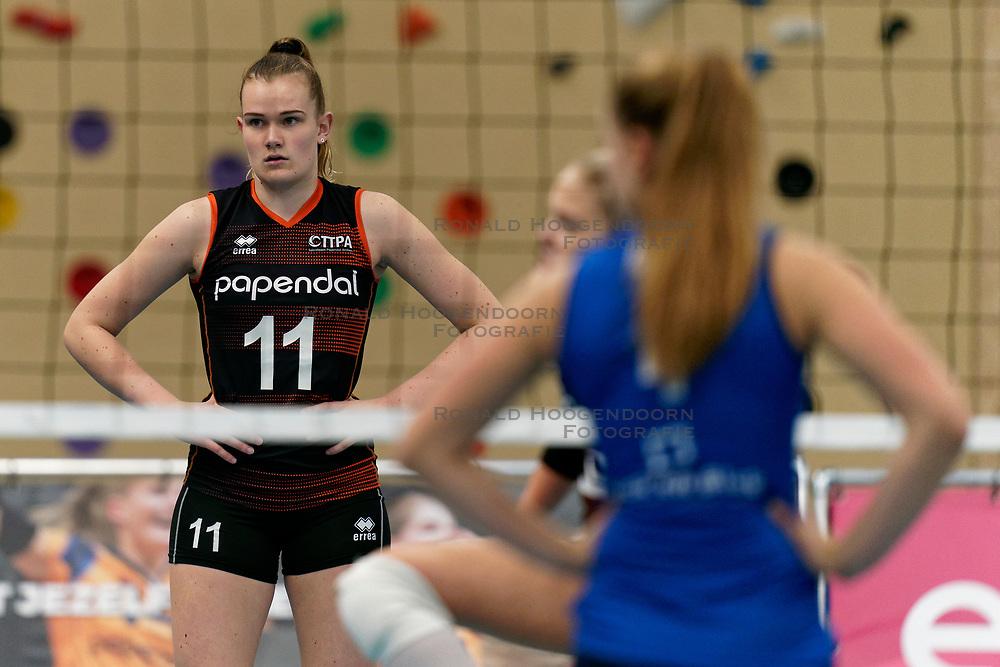 26-10-2019 NED: Talentteam Papendal - Sliedrecht Sport, Ede<br /> Round 4 of Eredivisie volleyball - Emily Silderhuis #11 of Talent Team