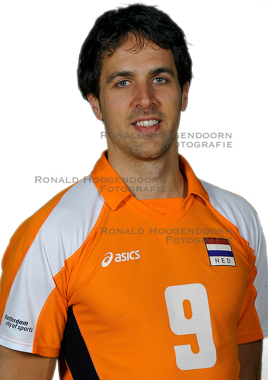 18-05-2010 VOLLEYBAL: NEDERLANDS HEREN VOLLEYBAL TEAM: CAPELLE AAN DE IJSSEL<br /> Reportage Nederlands volleybalteam mannen / Jeroen Trommel<br /> &copy;2010-WWW.FOTOHOOGENDOORN.NL