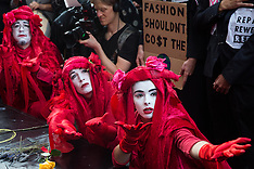 2019-09-17 XR RIP London Fashion Week funeral march