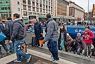 Roma  21 Dicembre 2012.Metro B bloccata. A Castro Pretorio autobus sostitutivi.Passeggeri escono dalla metro Castro Pretorio per prendere gli autobus sostitutivi..Rome December 21, 2012.Metro B locked. A Castro Praetorian, bus replacement.Passengers leaving the metro Castro Pretorio,for  to take the bus replacement