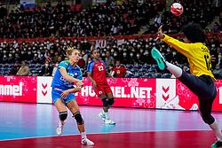 05-12-2019 JAP: Cuba - Slovenia, Kumamoto<br /> Fourth match groep A at 24th IHF Womenís Handball World Championship. Slovenia win 39 - 26 of Cuba / Indiana Cedeno Ramos #12 of Cuba, Polona Baric #13 of Slovenia
