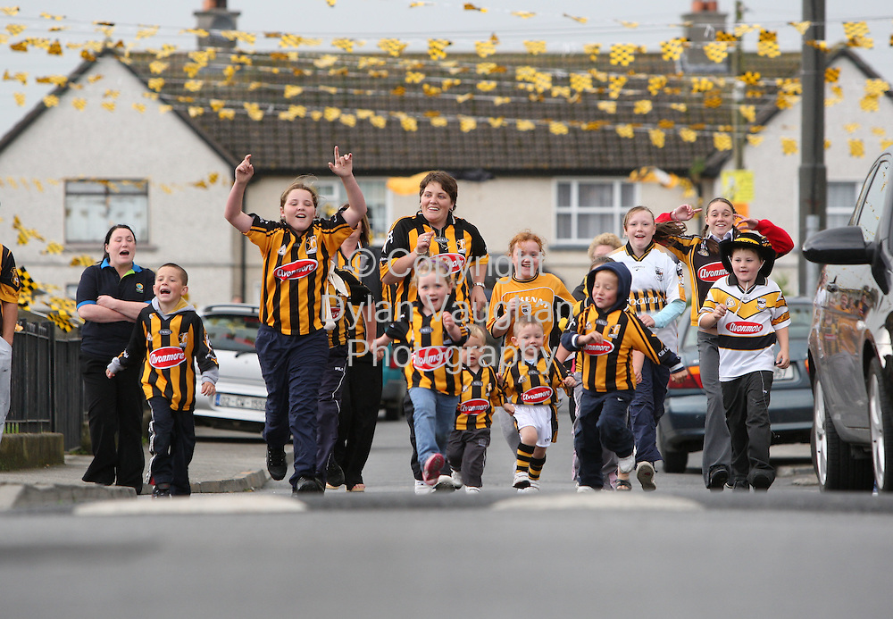 3/9/2008.Residents of Pearse street in Kilkenny pictured showing their support for the Kilkenny Team..Picture Dylan Vaughan