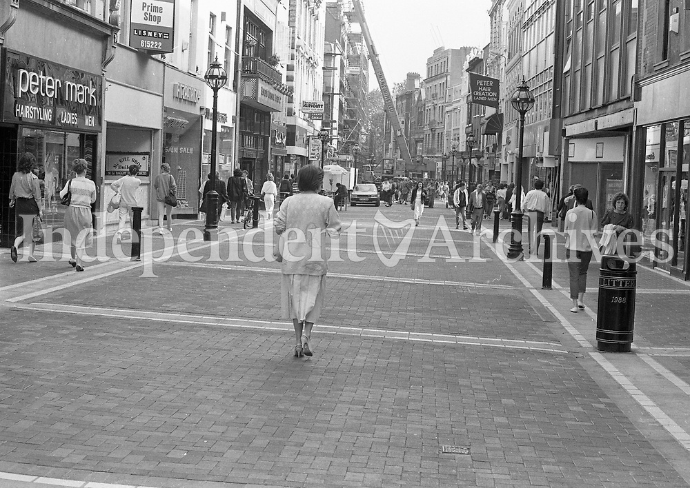 The last granite slab was laid in Grafton St on 28/06/1988.  688-709  (Part of the Independent Newspapers Ireland/NLI Collection)