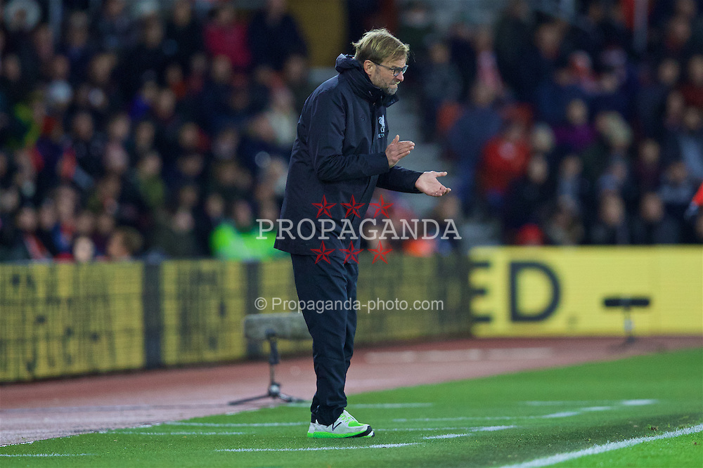 SOUTHAMPTON, ENGLAND - Saturday, November 19, 2016: Liverpool's manager Jürgen Klopp during the FA Premier League match against Southampton at St. Mary's Stadium. (Pic by David Rawcliffe/Propaganda)