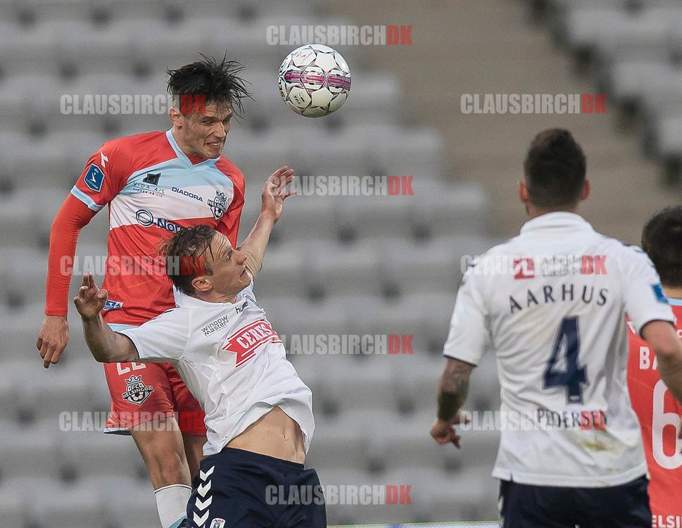 FODBOLD: Pascal Gregor (FC Helsingør) når højere end Martin Pušić (AGF) under kampen i ALKA Superligaen mellem AGF og FC Helsingør den 13. april 2018 i Ceres Park. Foto: Claus Birch.